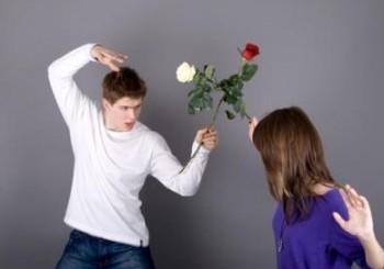 Epuizarea conflictuala destrama cuplurile, nu absenta iubirii